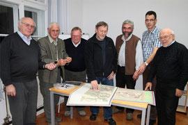 Auf gemeinsamer Spurensuche: Georg Heinlein, Gerhard Walther, Martin Weber, Siegfried Scheidig, Peter Hagemann, Dr. Joachim Hamberger, Roland Graf (v.l.n.r.)