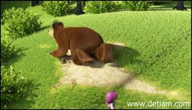 Медведь стал собирать расползающихся червячков