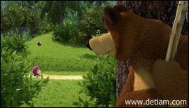 Медведь решил спрятаться от Маши за деревом