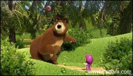 Медведь отбивал мяч то носом, то головой, то спиной