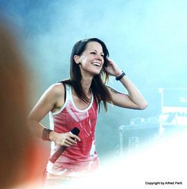 Auftritt von Christina Stürmer am Wiener Donauinselfest  2013 - Zum Öffnen des Albums bitte auf das Foto klicken