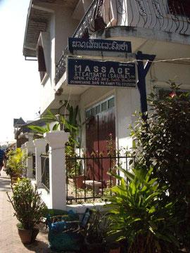 ルアンパバーンで最初に行ったマッサージ店の看板