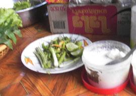 カオソーイにトッピングする香草類