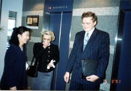1991年、東京池袋で開かれた『テレジン収容所の幼い画家たち展』