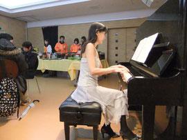 撮影:Takano~演奏しながら
