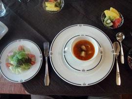ュサラダと夏野菜のトマトスープ