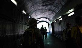 黒部ダムに続くトンネル