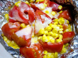 アウトドアレシピ18☆トマトとコーンのチーズ焼き