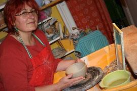 Kursleiterin:  Keramikmeisterin + Keramikgestalterin Julia Arnold