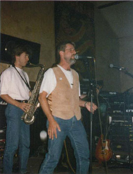 Mathias Rüdiger  (sax) und Neil Bresnahan (voc)