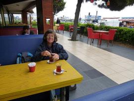 Istanbul, 1er thé après 30 heures de voyage