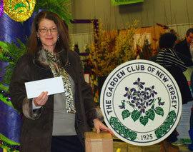 Diane Muenzen accepts grant from the GCNJ