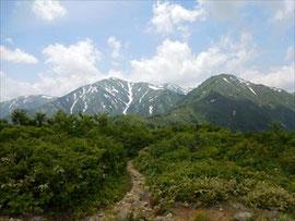 ▲鳥原展望台からの小朝日岳と大朝日岳