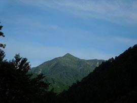 ▲午前7時頃の美しい山頂