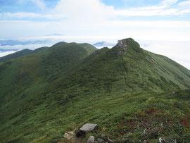 以東岳よりオツボ峰