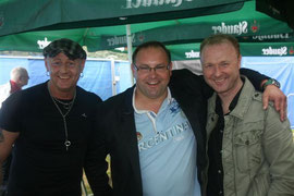 Daniel Dettke in der Mitte mit Sandy Christen (r) und Moderator Frank Neuenfels (l)