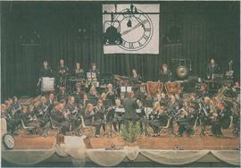 """Sein Frühjahrskonzert gab der Städtische Musikverein in der Erkelenzer Stadthalle. Uhren auf der Bühne unterstrichen das Thema """"Zeitreise"""".  rp-foto: jurgen laaser"""