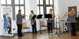 Das Blechbläsersextett  des Heeresmusikcorps 12 aus Veitshöchheim umrahmte die Gelöbnisveranstaltung. Fotograf: Rainer Weiß