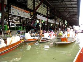 バンコク近郊の水上マーケットの風景