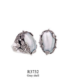 R3732: OXI 129, G OF E OXI RING FILIGREE FLOWERS WITH GREY SHELL IN CENTER.