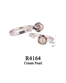 R4164 OXI 49: SOLID RING, LOTUS FLOWER W/ CREAM PEARL IN CUP.