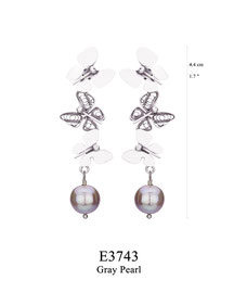 E3743: OXI 69, G OF E OXI POST EARRING 3 FILIGREE BUTTERFLIES W/GRAY PEARL DROP.