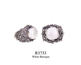 R3733: OXI 119, G OF E OXI RING FILIGREE FLOWERS WHITE BAROQUE CENTER.