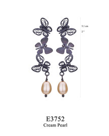 E3752: OXI 69, G OF E OXI POST EARRING 3 FILIGREE BUTTERFLIES W/ CREAM PEARL DROP.