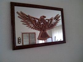 Adelaar gemonteerrd op een spiegel