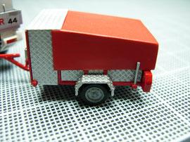 Motorspritzen-Anhänger mit Blachen-Verdeck und Geräteraum