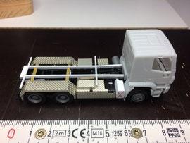 Verkleidung am Fahrzeug mit zusätzlichem Rahmenkasten