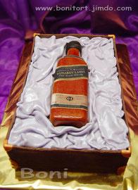 Бутылка в деревянной коробке. Этикетка стилизована под фамилию  и возраст именинника. Вес 5,3 кг