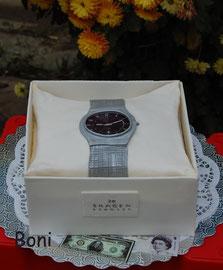 Часы в коробке
