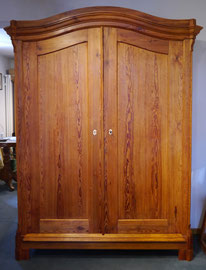 Kleiderschrank, Kiefer um 1870, Preis: 1100€, Breite 145cm, Tiefe 57 cm, Höhe 195 (207)cm