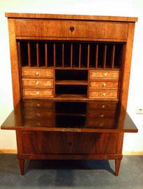 Sekretär, Nussbaum, Biedermeier, um 1820, Schellackpolitur, Preis: 3900 €
