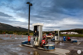 "Bild: Coldfoot Camp, Dalton Highway, Alaska, ""gas station Coldfoot""; www.2u-pictureworld.de"