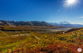 "Bild: panorama of the Denali, Alaska Range; Denali NP, ""Denali autumn world""; www.2u-pictureworld.de"