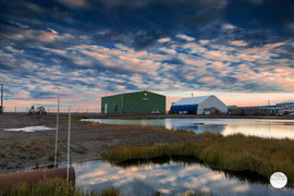 "Bild: Deadhorse airport area, Alaska, ""industrial cloudscape""; www.2u-pictureworld.de"