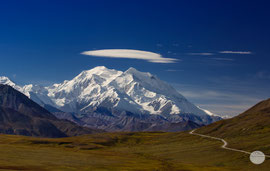 "Bild: cloud over the Denali; Denali NP; ""the Denali`s Freesbee heller""; www.2u-pictureworld.de"