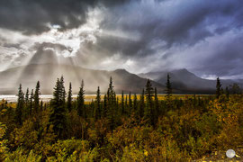 "Bild: dramatic sky over Dalton Higway, Alaska, ""changing weather"";  www.2u-pictureworld.de"