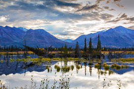 "Bild:  Haines Highway, Kluane NP, Yukon, Canada,""Yukon evening reflection"" ; www.2u-pictureworld.de"