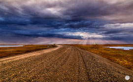 "Bild: dramatic sky on the last mile to Deadhorse, Alaska, ""Deadhorse end light rays""; www.2u-pictureworld.de"