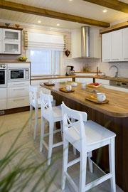 Blockhaus als Einfamilienhaus - Küche nach skandinavischer Art - Individuelle Architektenhäuser oder Typenhäuser - Barrierefreiheit Bungalow - Singlehaus - Einfamilienhaus - Niedrigenergiehaus - Energiesparhaus - Wohnküche - Hausplanung - Ideen - Trends