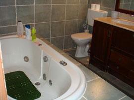 Salle de bain avec Jaccuzi et 2 lavabos