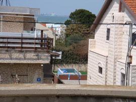 Terrasse avec vue mer à droite