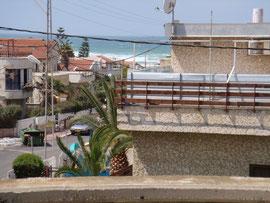 Terrasse avec vue sur la mer à gauche