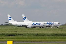 Schon in den Farben des neuen Besitzers UTAir wartet se als VQ-BIF auf ihre Überstellung