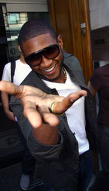 Usher blowing kisses at the paparazzi, London UK