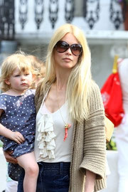 Claudia Schiffer leaving the school run. Notting Hill, London UK