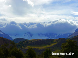 die Berge hüllen sich in Wolken